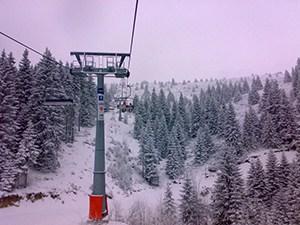Duboka II: Ski Staza Duboka 2 Žičara Duboka II služi samo za izvlačenje skijaša iz dna Duboke do vrha Karaman grebena. Uz ovu žičaru ne postoji prosečena