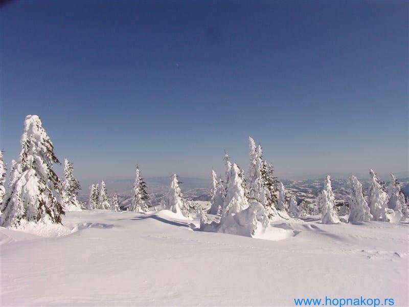 Kopaonik: Za vikend sneg Po poslednjim  meteorološkim prognozama krajem nedelje očekuju se  zahlađenje i snežne padavine . Zima dolazi na Kopaonik a sa njom