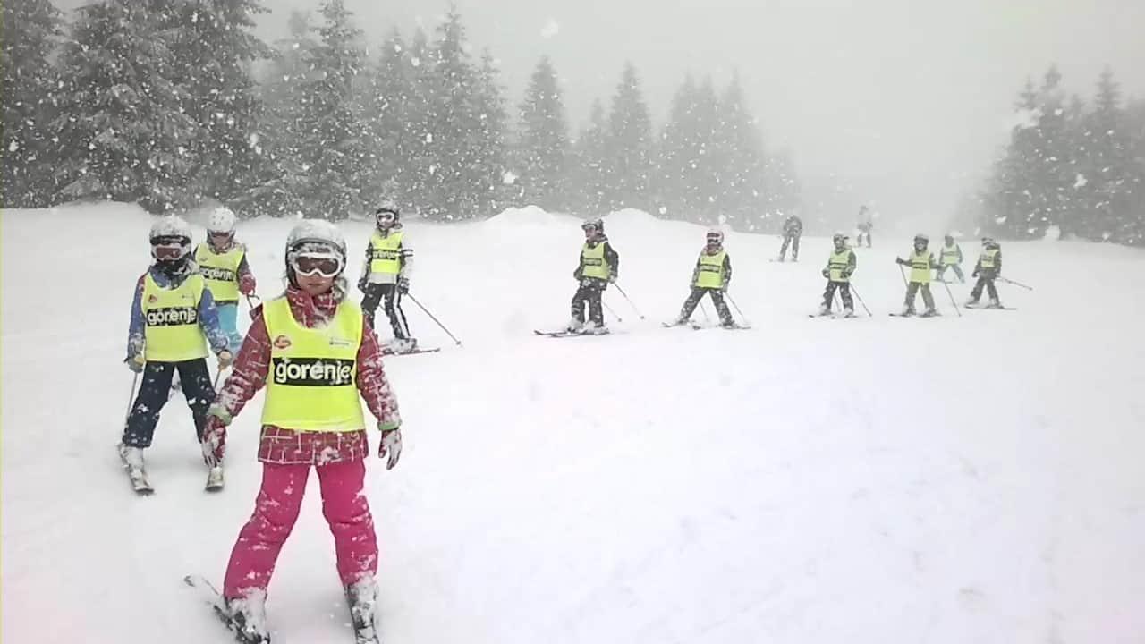 Kopaonik: Skijališta Srbije najavila su danas da će i ove godine omogućiti besplatno skijanje za decu iz opština u kojima se nalaze ski centri tog javnog pr ...