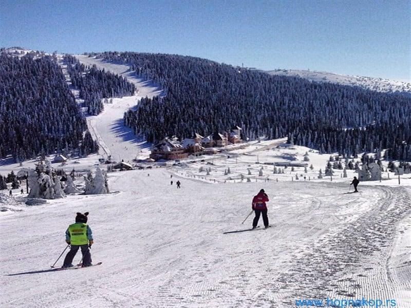 KOPAONIK - Ski liftovi Jaram, Karaman, Gobelja relej, Mali karaman biće pušteni u rad u petak 27. decembra. Skijašima i borderima će tako na usluzi će biti ...