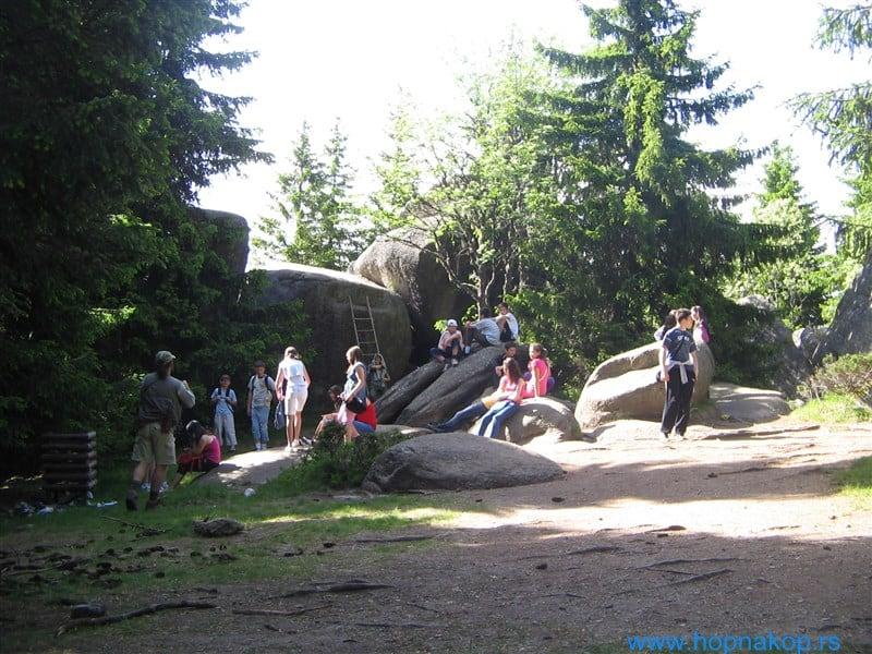 Trajanje pešačke ture oko 3-4 sata, sa usponom oko 170 m, stepen težine: lagana kratka tura. Predeo oko Markovih stena i Samokovske reke obuhvata raznovrsne ...