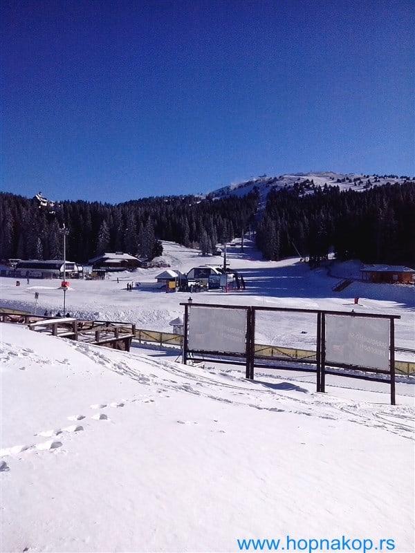 Kopaonik nakon ski openinga: i pored dovoljno snega na stazama primetan je manji broj skijaša nego za vreme trajanja manifestacije ski opening. Trenutno na