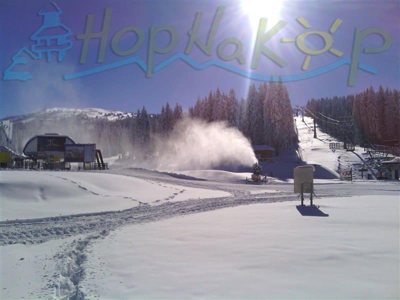 Ski centar spreman: Skijaški centar Kopaonik je spreman za ski opening. Skijališta Srbije su proteklih dana vredno radila na osnežavanju staza i sve je spremno za početak.