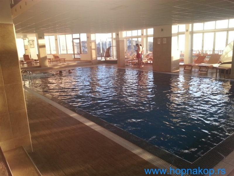 Kopaonik: Hotelski bazen Milmari resorta, pravi dragulj na Kopaoniku, poziva Vas nakon skijanja na opušteni boravak i uživanje, naravno