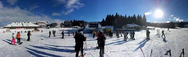 Veštački sneg privukao skijaše: Zahvaljujući investiciji u sistem za osnežavanje, Kopaonik je sa 35 centimetara snega jedini ski-centar u regionu koji radi,