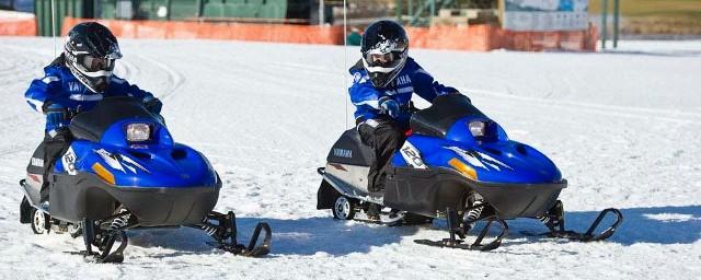 Dečije motorne sanke na Kopaoniku: Brojni zabavni sadržaji čine Kopanik pravim rajem za mališane. Pored najvećih atrakcija poput boba na šinama i tjubing