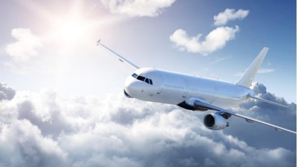Avion-let-nebo