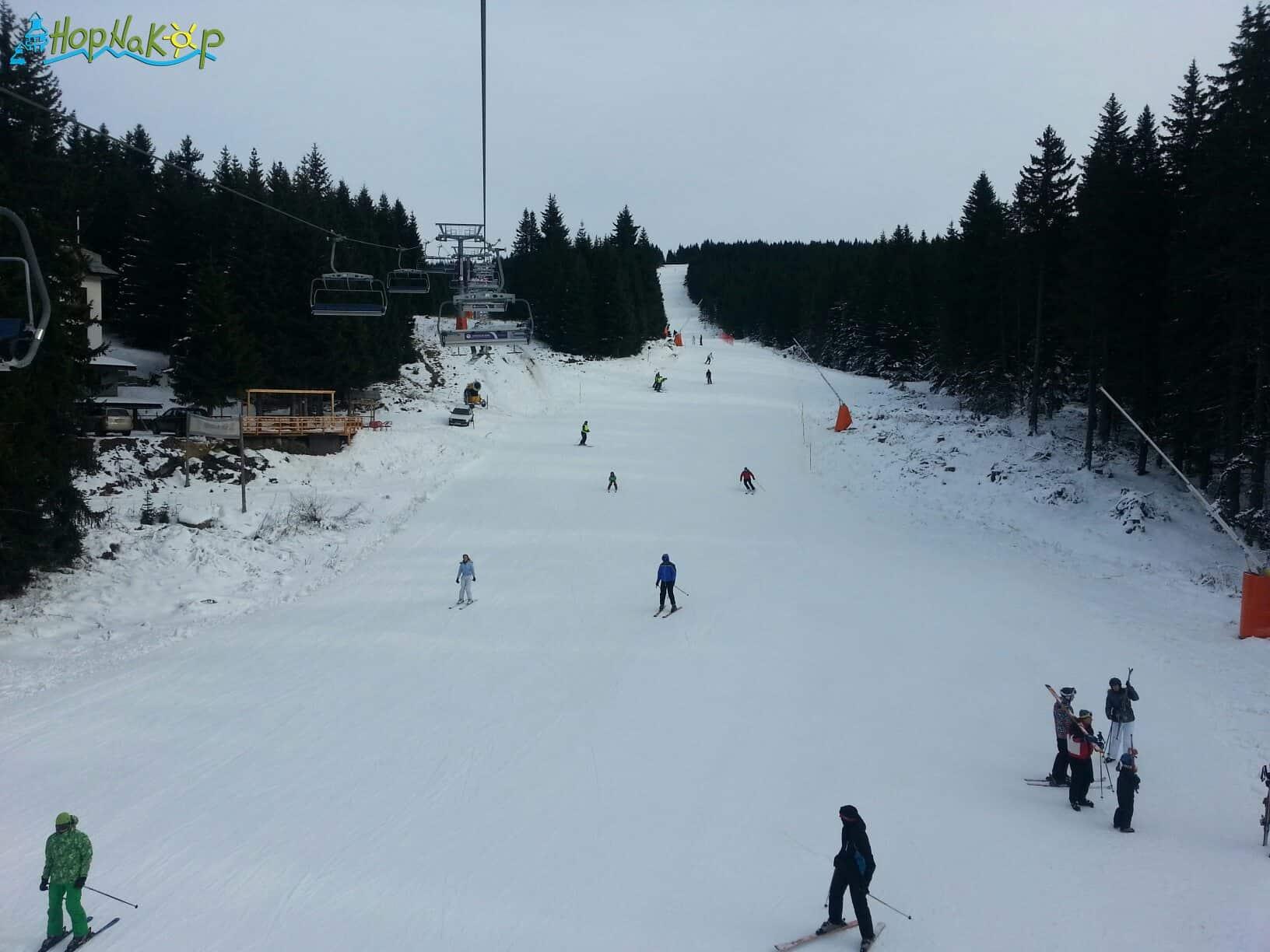 Od sutra rade 9 staza i 6 žičara: U ski centru Kopaoniku će od sutra raditi 9 staza i 6 žičara. Skijašima i borderima su na usluzi Karaman greben, Pančićev