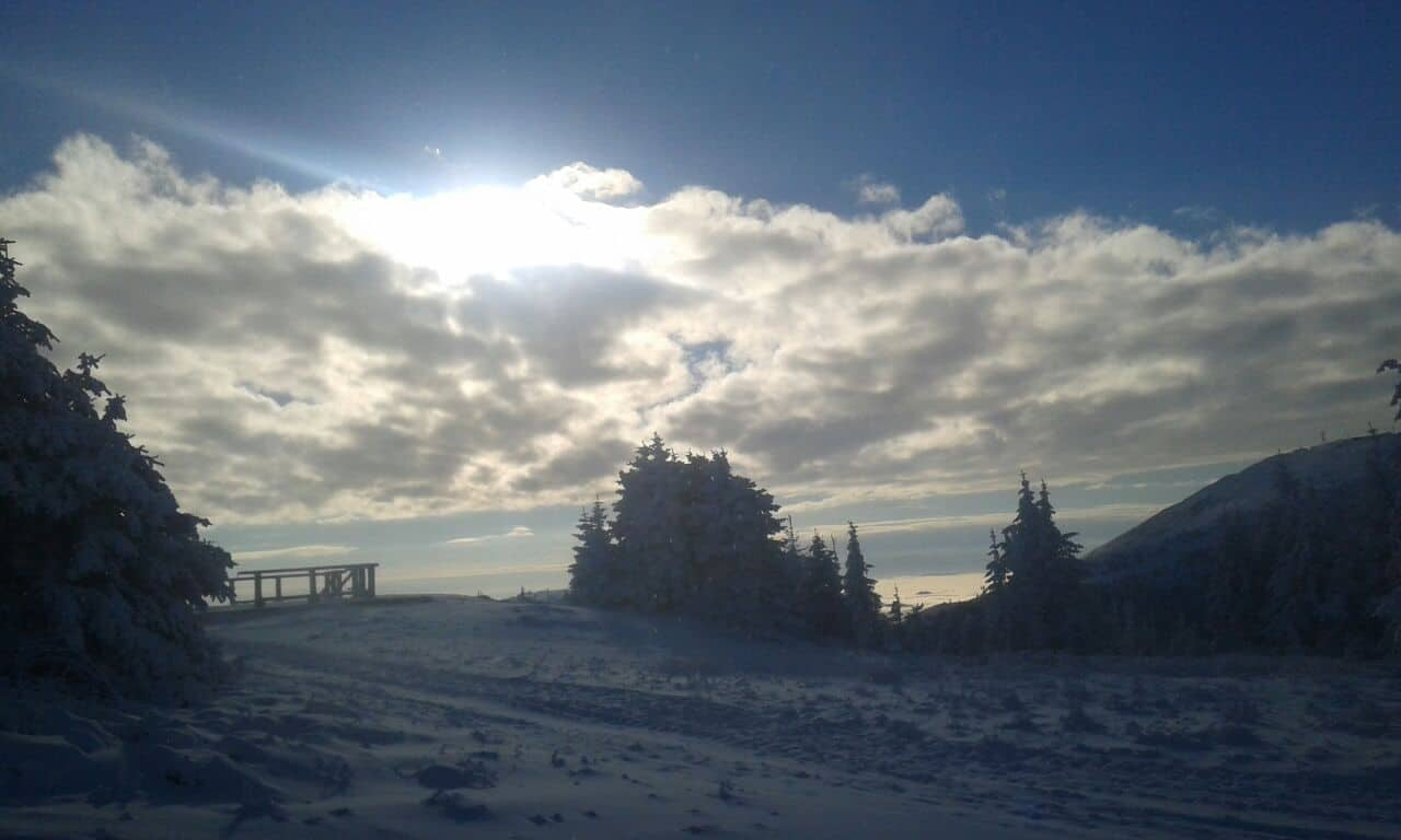 Za vikend skijanje na Kopu: Ski centar Kopaonik će u subotu otvoriti kapije žičare Karaman greben za sve ljubitelje skijanja i borda. Preko 60 sati sistem