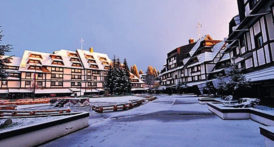 Za vikend sneg na Kopaoniku Od ove godine na našem web portalu i facebook stranici, za uvek sveže meteo prognoze brine se naš metorolog Andija Aco Nikolić iz Čačka.