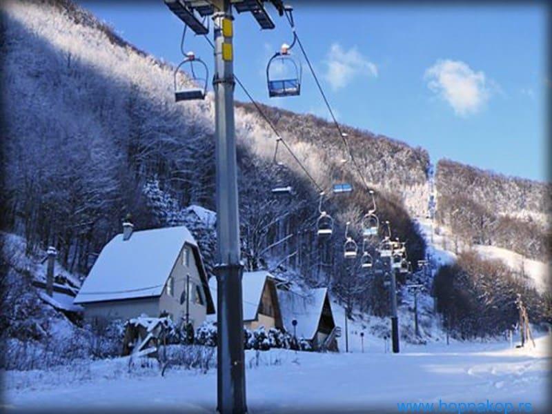 """Žičare Bele reke od sutra rade za izvlačenje: Žičara """"Bele reke"""" od sutra radi za izvlačenje iz Brzeća do ski centra Kopaonik. Skijaši i borderi koji"""