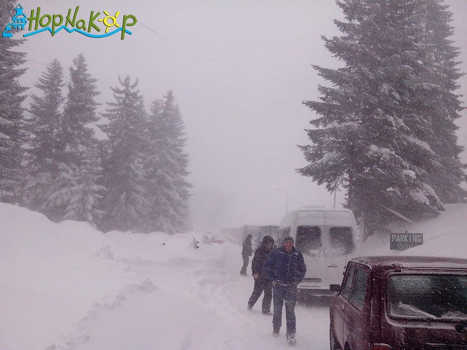 Na Kopaoniku sneg obara rekorde, saobraćaj otežan: Na Kopaoniku 07. marta 2015.godine, sneg beleži svoj rekord ove sezone (120 cm) .Sneg i dalje pada tako