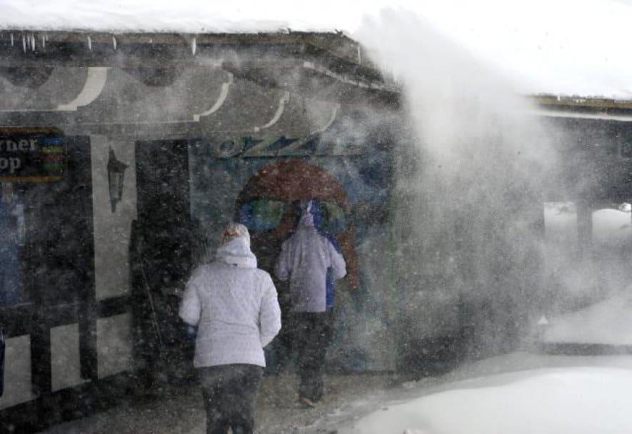 MEĆAVA NA KOPAONIKU: U 13 sati izmereno minus 6: Sneg umerenog intenziteta trenutno pada na Kopaoniku. Jak sneg trenutno pada na Zlatiboru i u Sjenici, a