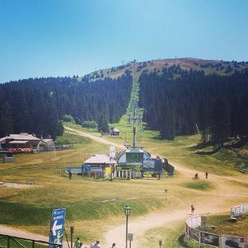 Najposećenji vikend od početka sezone: Protekli vikend u planinskim centrima obeležio je najveći broj prolaza od početka letnje sezone. Za četiri dana