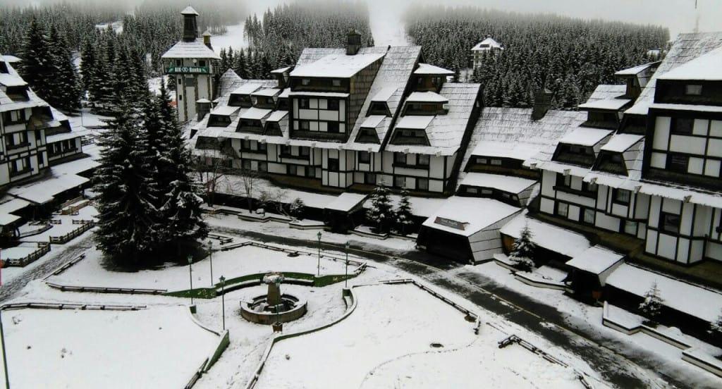 Trenutno sa Kopa (Slike): Danas na Kopaoniku i dalje pada slab sneg a kako vemenska prognoza govori biće ga do kraja nedelje, maksimalna dnevna temperatura će se kretati oko 1 C.