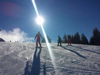 Od ponedeljka novo radno vreme na Kopaoniku: Od ponedeljka na Kopaoniku će moći pola sata duže da se skija, jer će ski centar raditi od 8.30 do 16 časova.