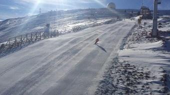 PAŽNJA! Radari na stazama ski centra Kopaonik: U ski centru Kopaonik postavljeni su radari, odnosno merači brzine na stazama crna Duboka i Sunčana dolina, Gvozdac i Krčmar. Svi skijaši i