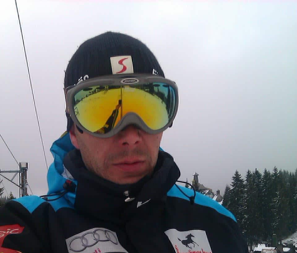 Ski instruktor Vlado Kovačević je jedan od najboljih ski instrugtora na Kopaoniku. Veliki broj mališana kao i odraslih početnika svoje prve skijaške korake