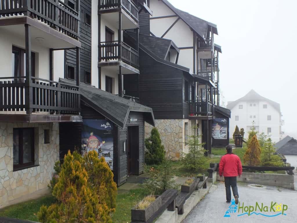 Slobodni termini u Apartmanu Radojičić br.12 DUPLEKS, koji se nalazi u apartmanskom kompleksu Jollykop u vili VALENTINA Vikend naselje bb Kopaonik pored