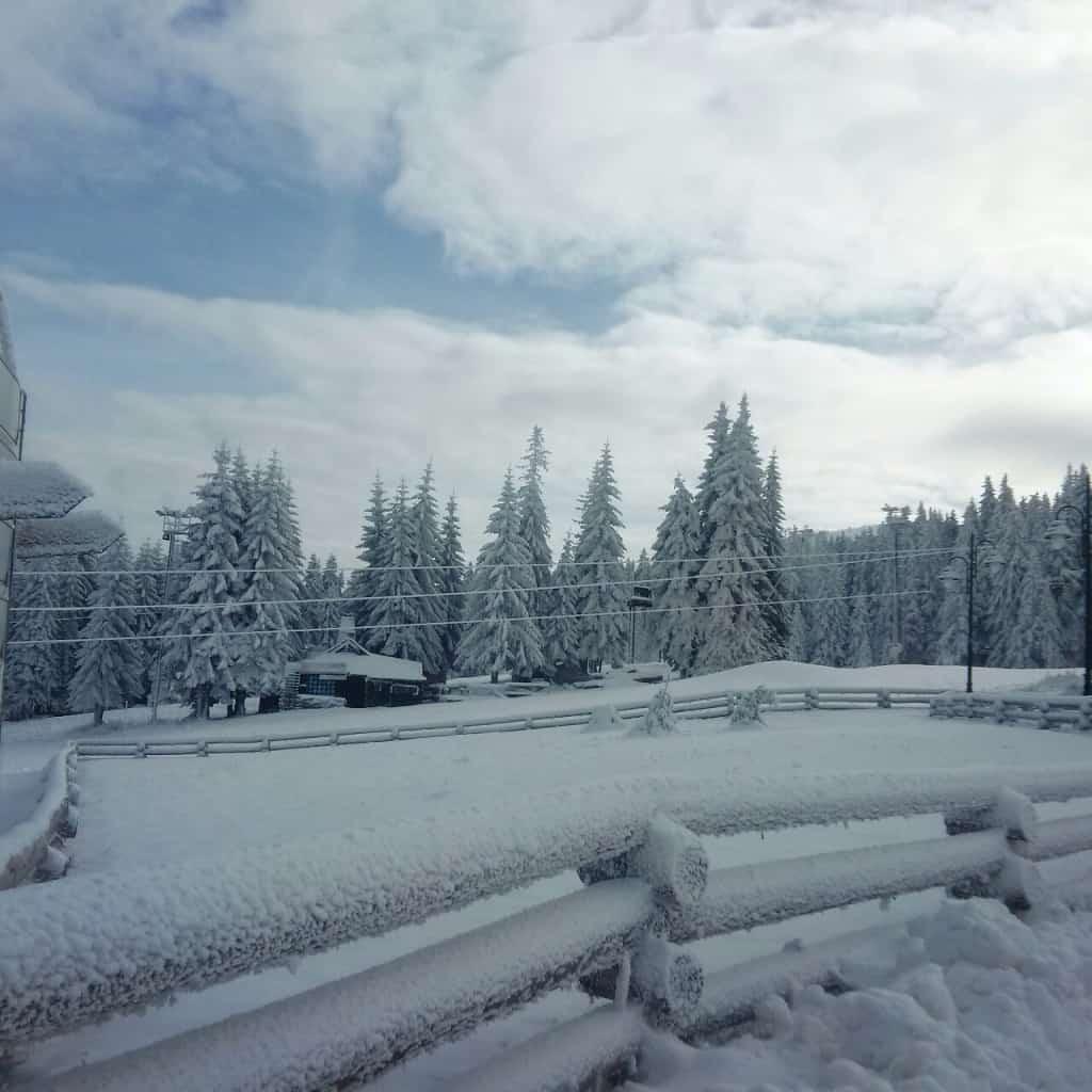 Na Kopaoniku se u narednom periodu mogu očekivati povremene snežne padavine praćene vetrom uglavnom severozapadnog pravca. Uz padavine doći će do postepenog