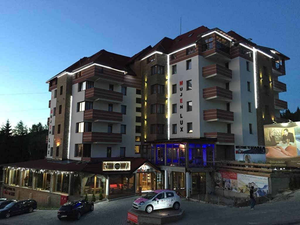 Na prodaju apartman od 29 m2 u MujEn lux-u na Kopaoniku u vikend naselju,apartman je uknjizen 1/1,namesten i odmah useljiv.Vlasnik apartmana ima