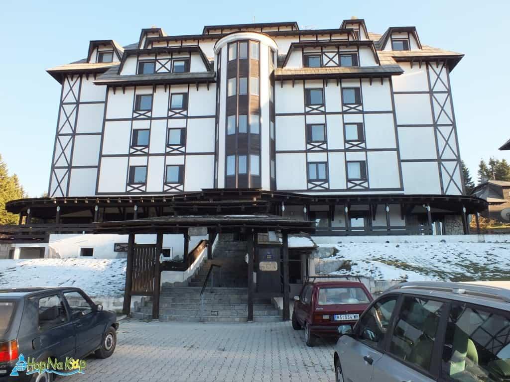 Last minute: Apartman A3 u Vili Nikola, centar Kopaonika slobodan je za rezervaciju u periodu: od 11.01. - 15.02.2017 godine, pozivanjem na sajt