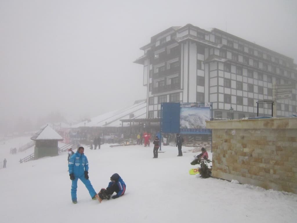 Na Kopaoniku rekordna posećenost za praznike: Više od 7 hiljada skijaša skijalo je 5. januara u ski centru Kopaonik. Što je najposećeniji dan