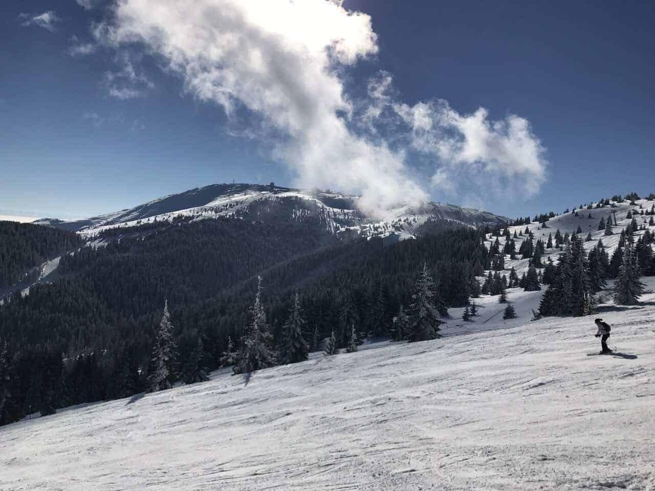 Još jedan divan dan za skijanje: Danas na Kopaoniku prevlađuje pretežno vefro vreme sa puno sunčanih intervala. Trenutna temperatura je 0°C, brzina vetra