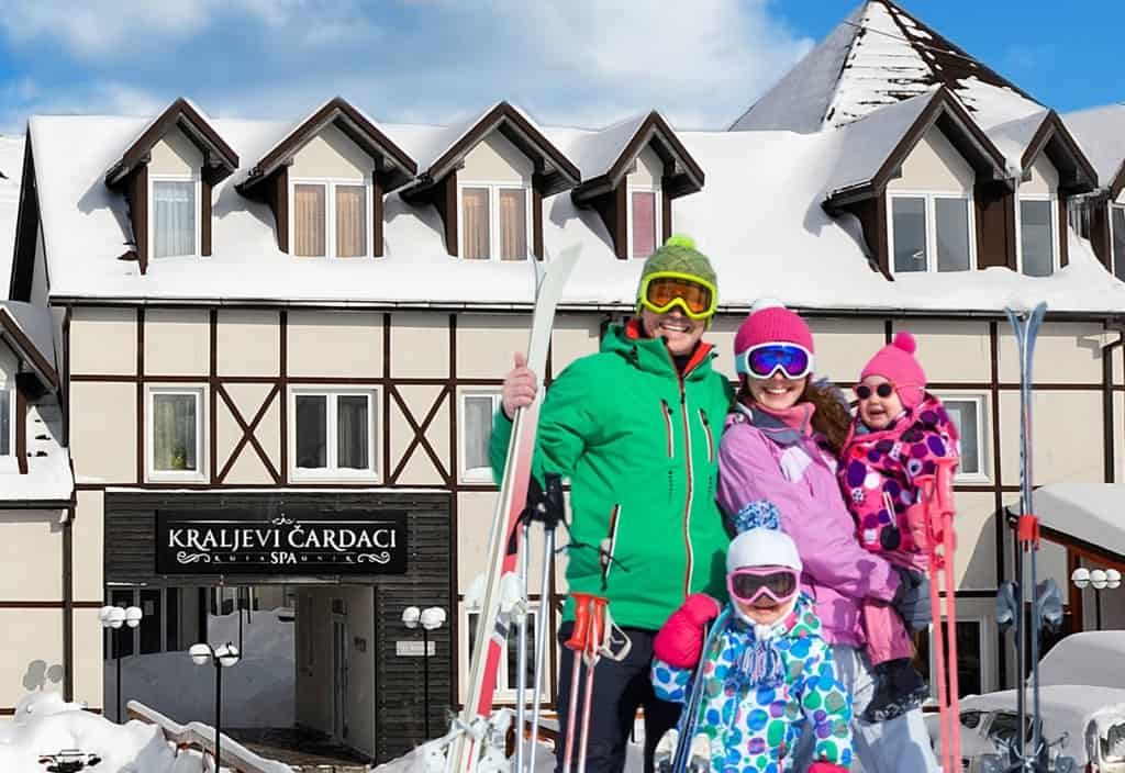 Kraljevi Čardaci poklanjaju ski pass: I ove godine Kraljevi Čardaci su nas iznenadili sa SUPER LAST MINUTE PONUDOM. BESPLATAN šestodnevni SKI PASS
