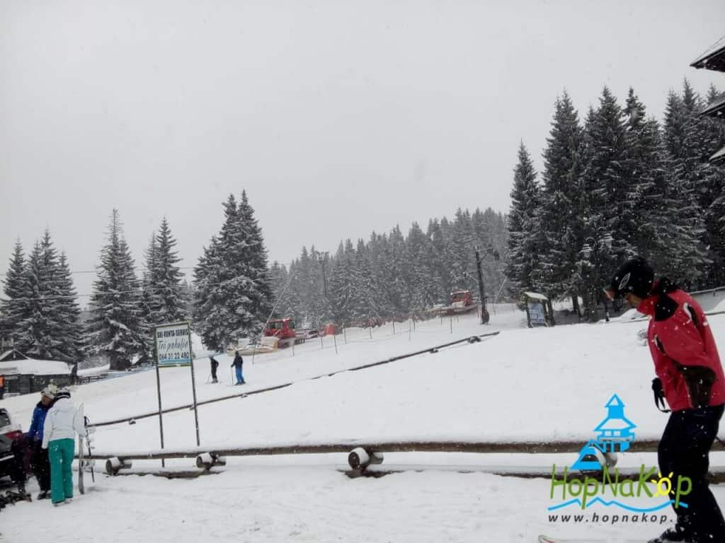 Kopaonik izveštaj 25 Februar 2017 (FOTO): Danas je do Kopaonika stigao jedan hladni front i došlo je do promene vremena. Trenutno na Kopaoniku pada slab