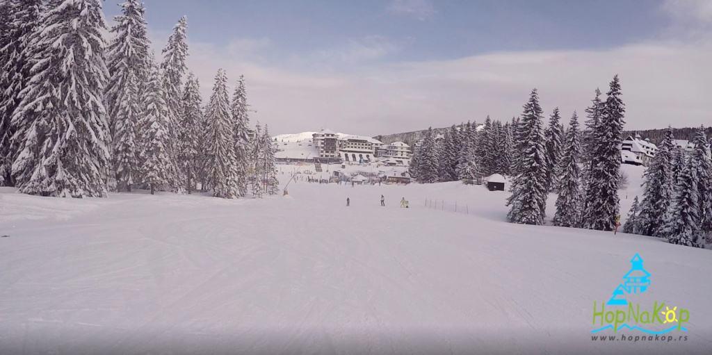 """Skijališta Srbije, raspisala su javnu nabavku br.15/18, u kojoj traže najboljeg ponuđača za izgradnju veštačke ski staze na Kopaoniku, Planirano je postavljanje veštačke staze, ukupne površine od 10.000m2, na mestu postojeće staze Krst 3a, JP """"Skijališta Srbije"""" u sklopu svojih redovnih aktivnosti, u 2018. godini pristupa, Skijališta Srbije grade veštačku ski stazu na Kopaoniku, HopNaKop, Kopaonik,"""