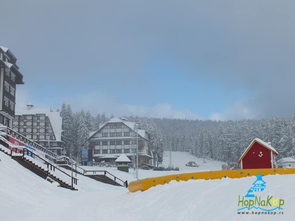 Šta nas danas očekuje na Kopaoniku?Danas na Kopaoniku će padati slab sneg.Trenutna temperatura je -6°C, brzina vetra 2 m/s, pravac vetra E, vlažnost