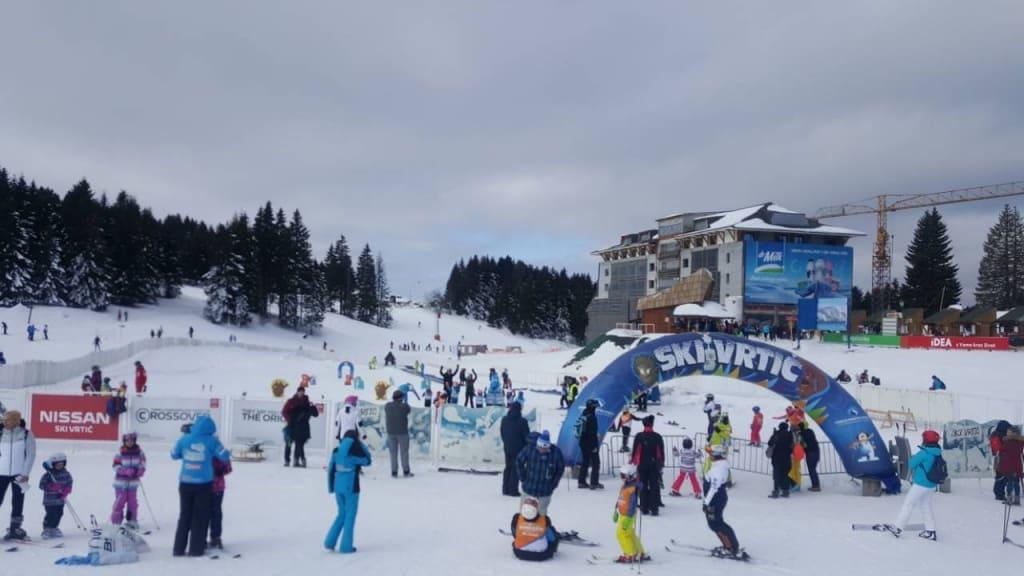 "Dečija trka ""Mini kids spust"" u ski vrtiću u Dolini sporotva - HopNaKop Kopaonik"