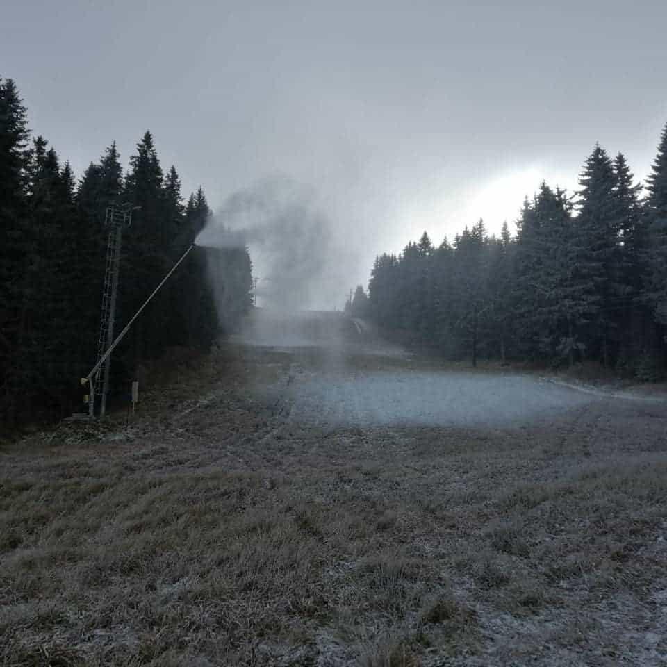 Krenulo je veštačko osnežavanje staza na Kopaoniku: Danas 16.11.2018 JP Skijališta Srbije su krenuli sa veštačkim osnežavanjem staza na Kopaoniku.