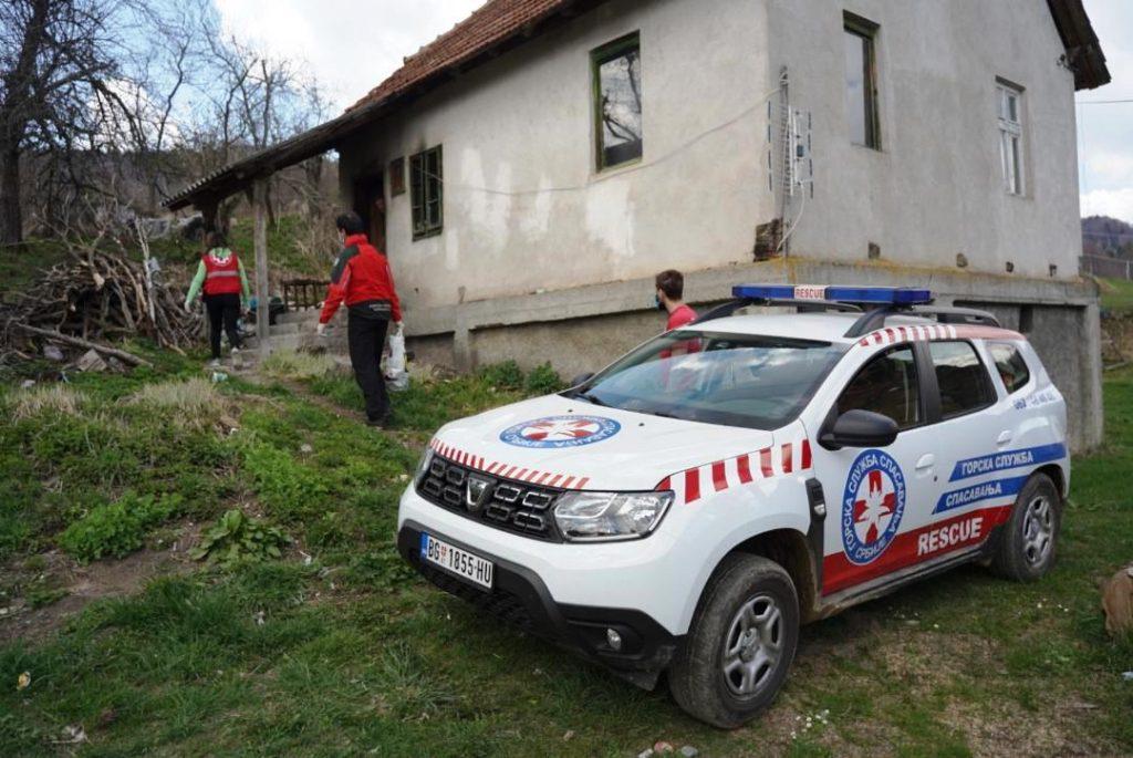Spasioci Gorske službe spasavanja Srbije odneli 40 paketa pomoći udaljenim seoskim domaćinstvima u okolini Brusa (FOTO)