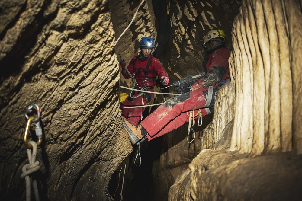 Spasioci GSS Srbije spremni za spašavanje iz pećina i jama - HopNaKop Kopaonik